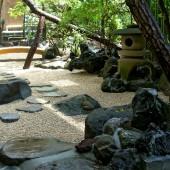池をリフォームし石庭に